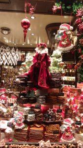 Bożonarodzeniowa witryna ze smakołykami w Aachen