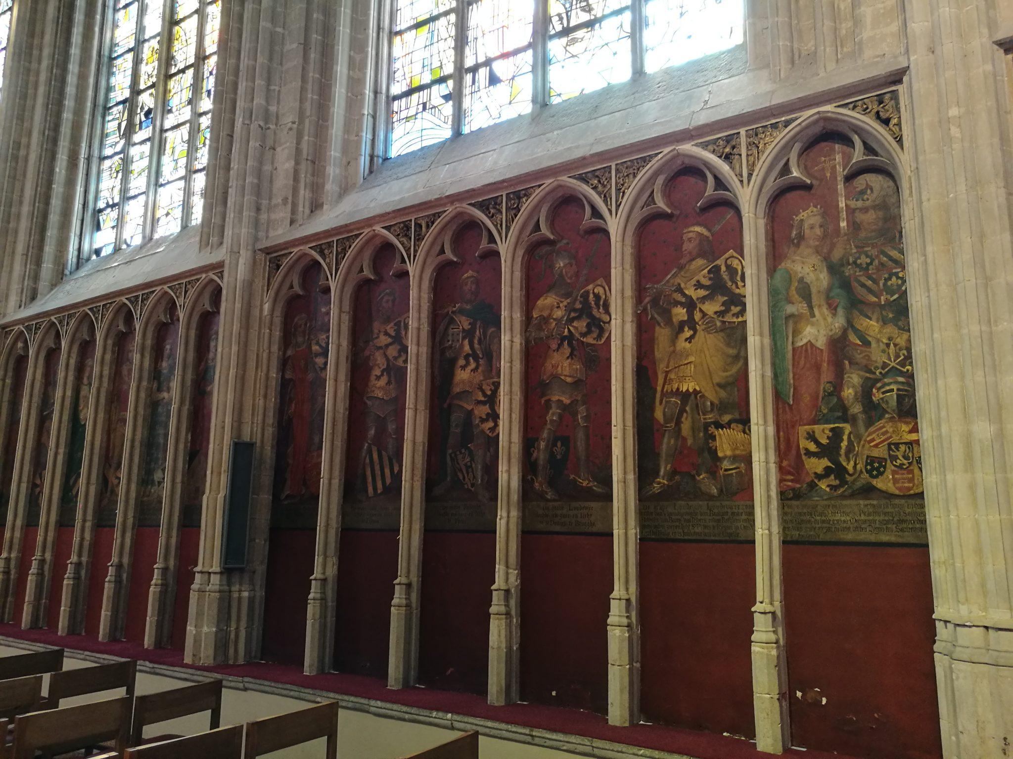 Wnętrze kościoła Onze-Lieve-Vrouwwekerk w Kortrijk