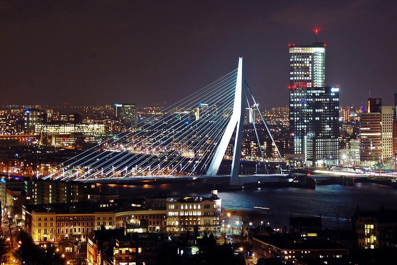 Rotterdam nocą