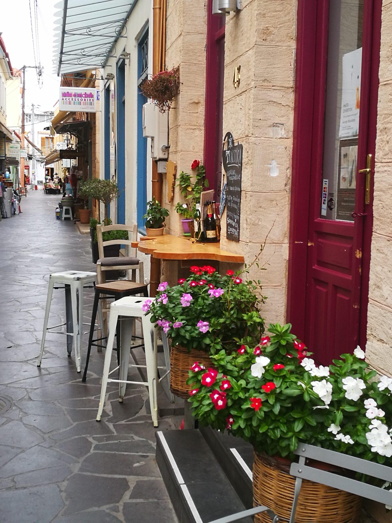 Uliczka portowego miasta Egina