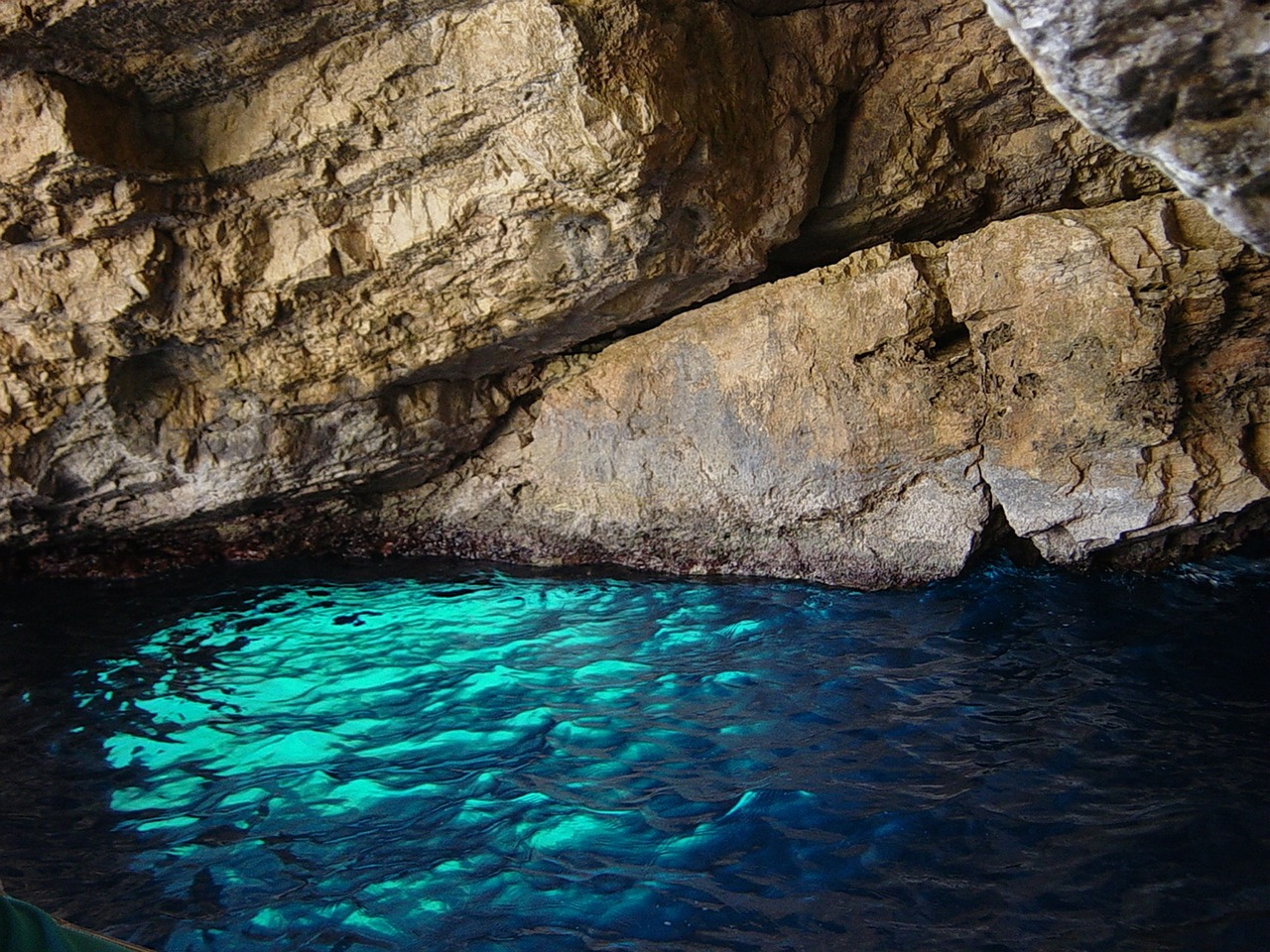 blue-grotto-590335_1280 a