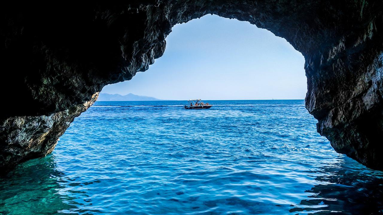 cave-1699315_1280