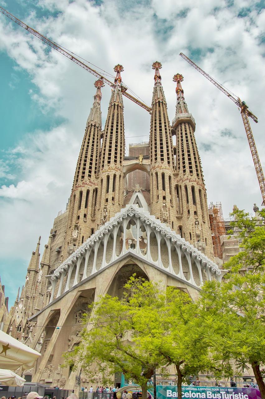 barcelona-2674878_1280