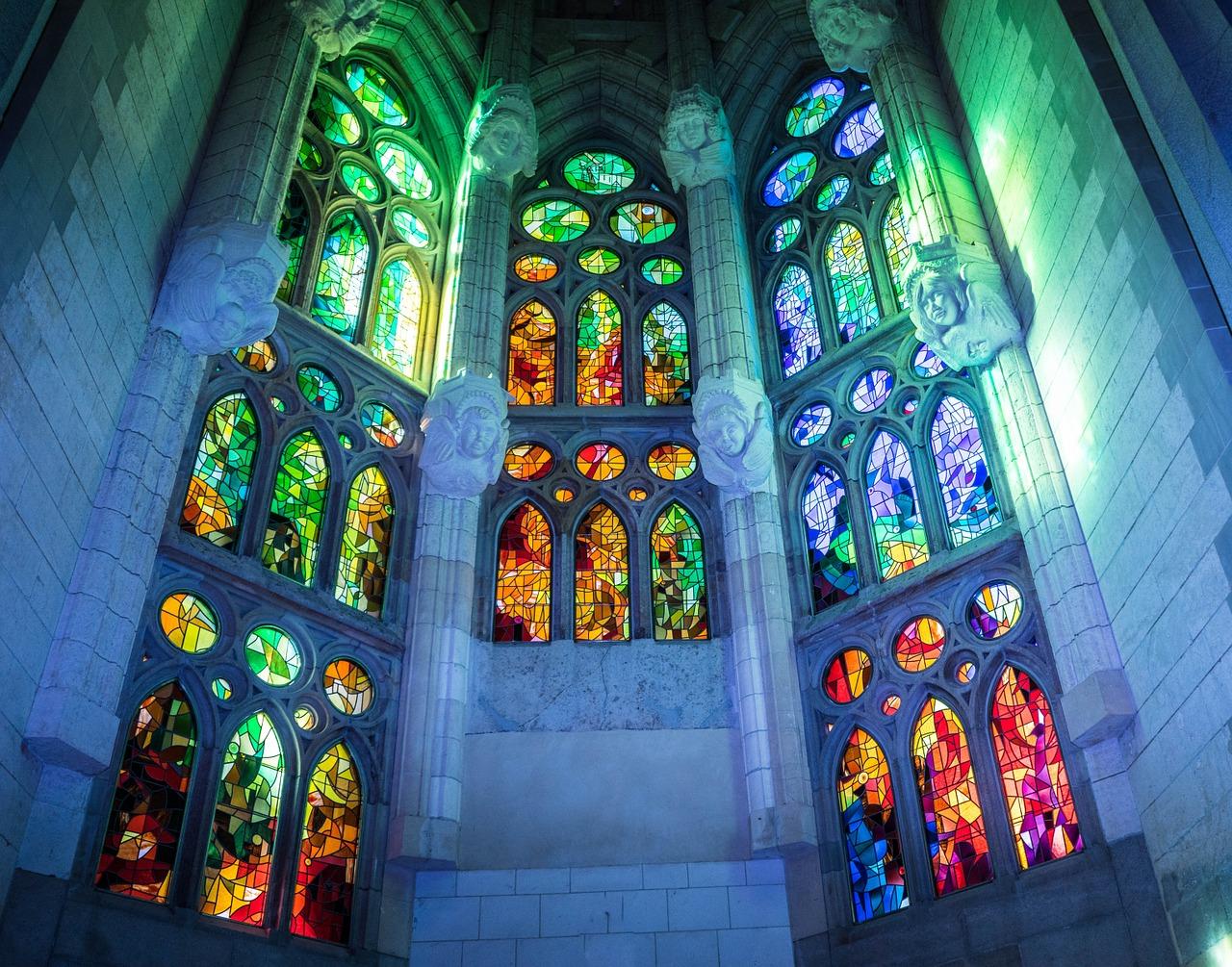 sagrada-familia-cathedral-1147932_1280