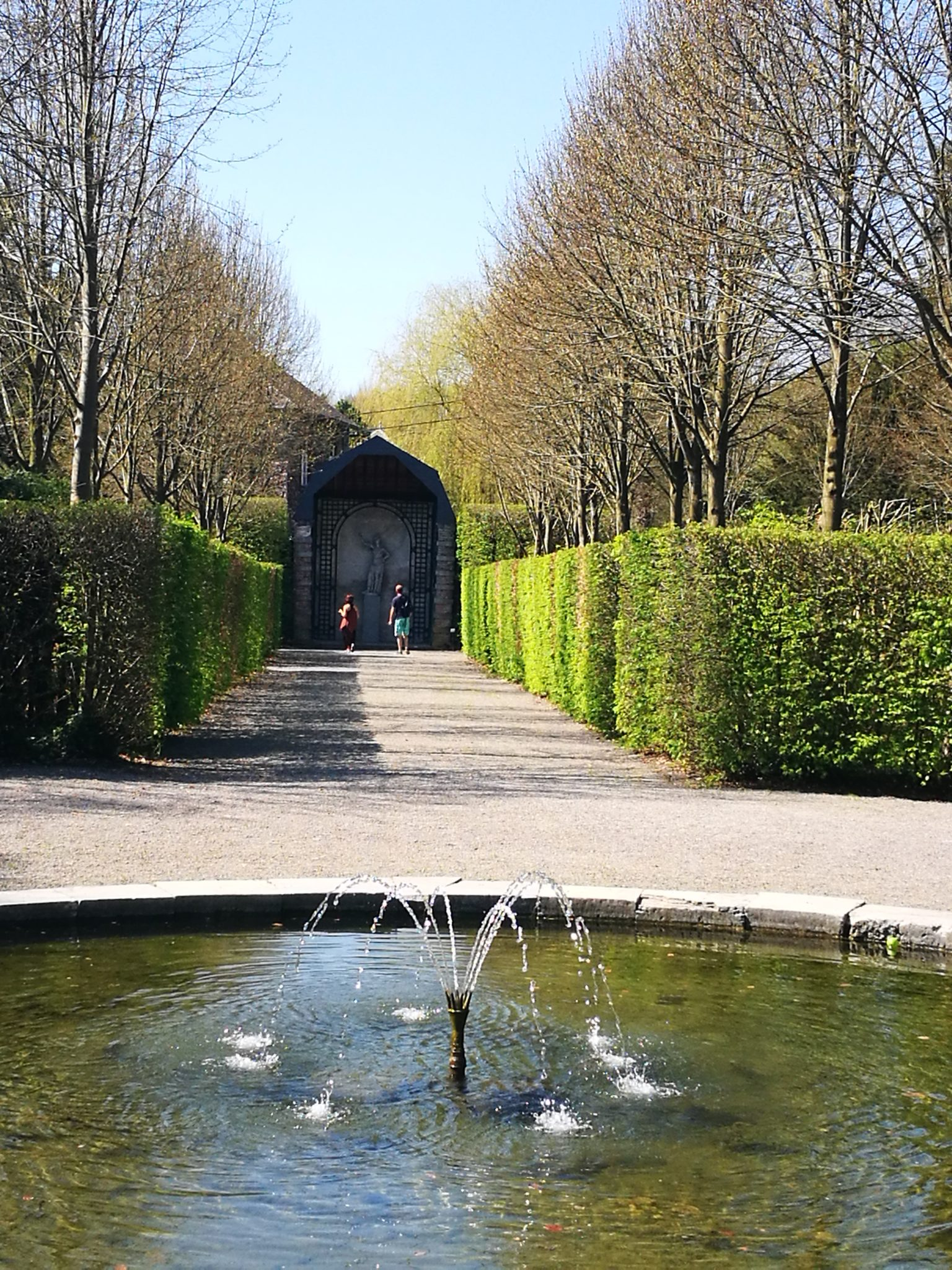 Ogrody Annevoie (Les Jardins d'Annevoie) wiosną