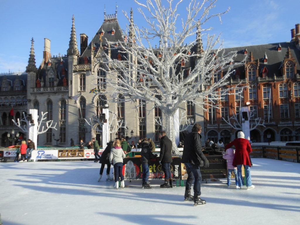 Brugia - lodowisko w centrum miasta