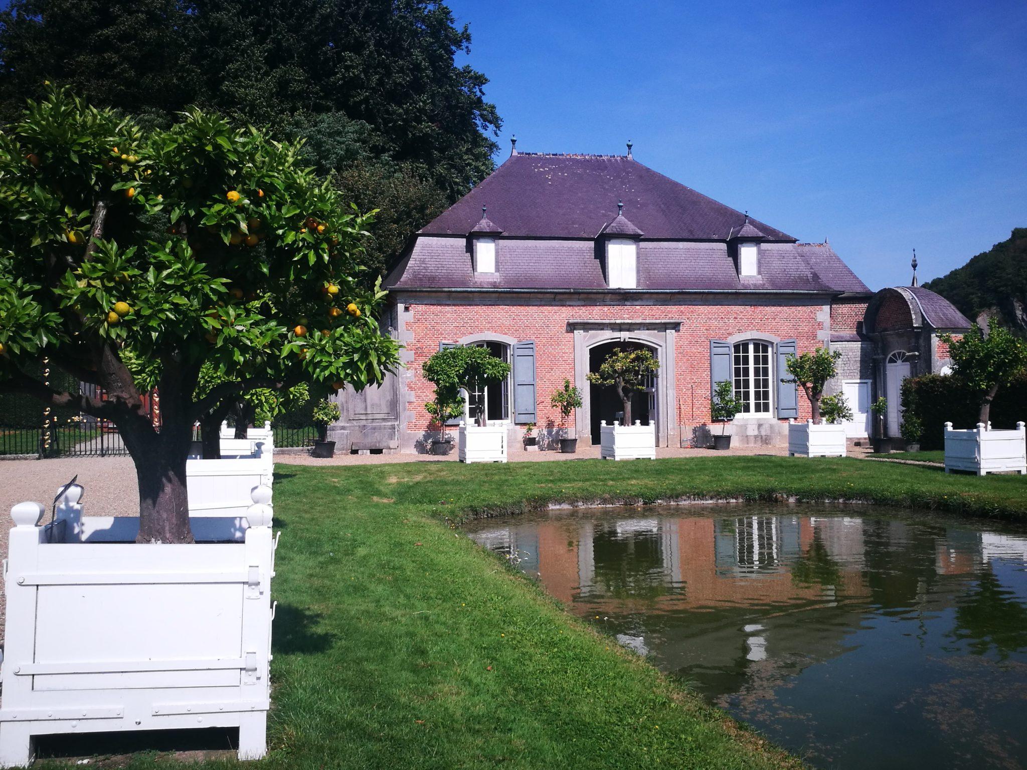 Oranżeria w ogrodach zamku Freÿr