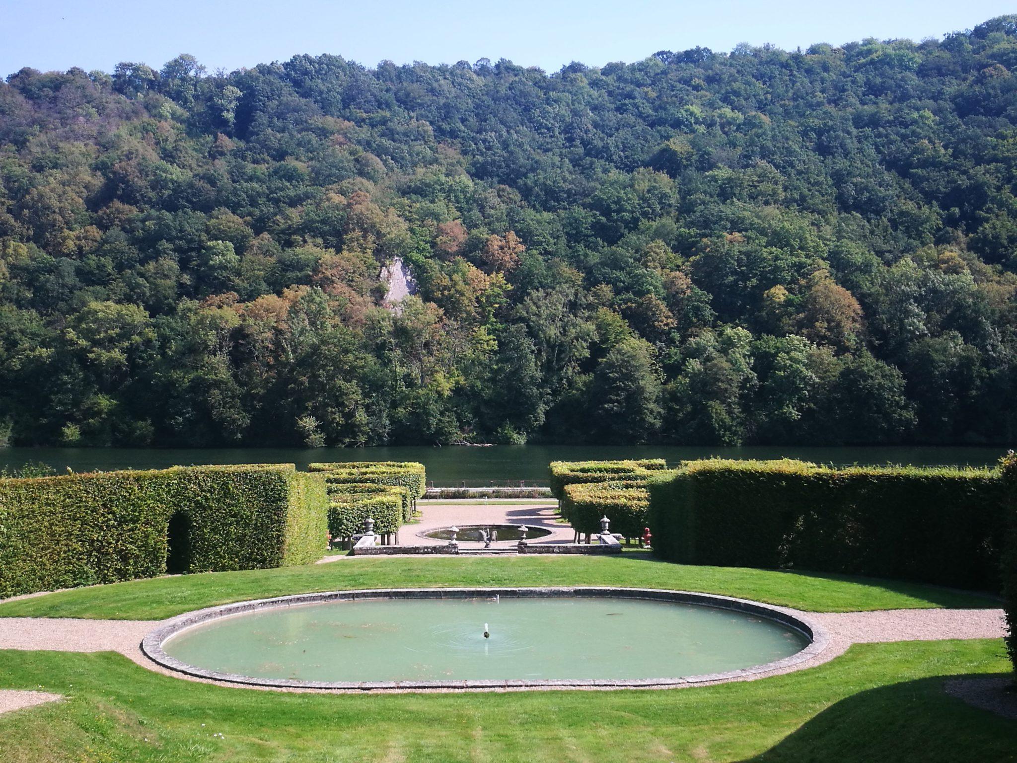 Panorama z ogrodów zamku Freÿr