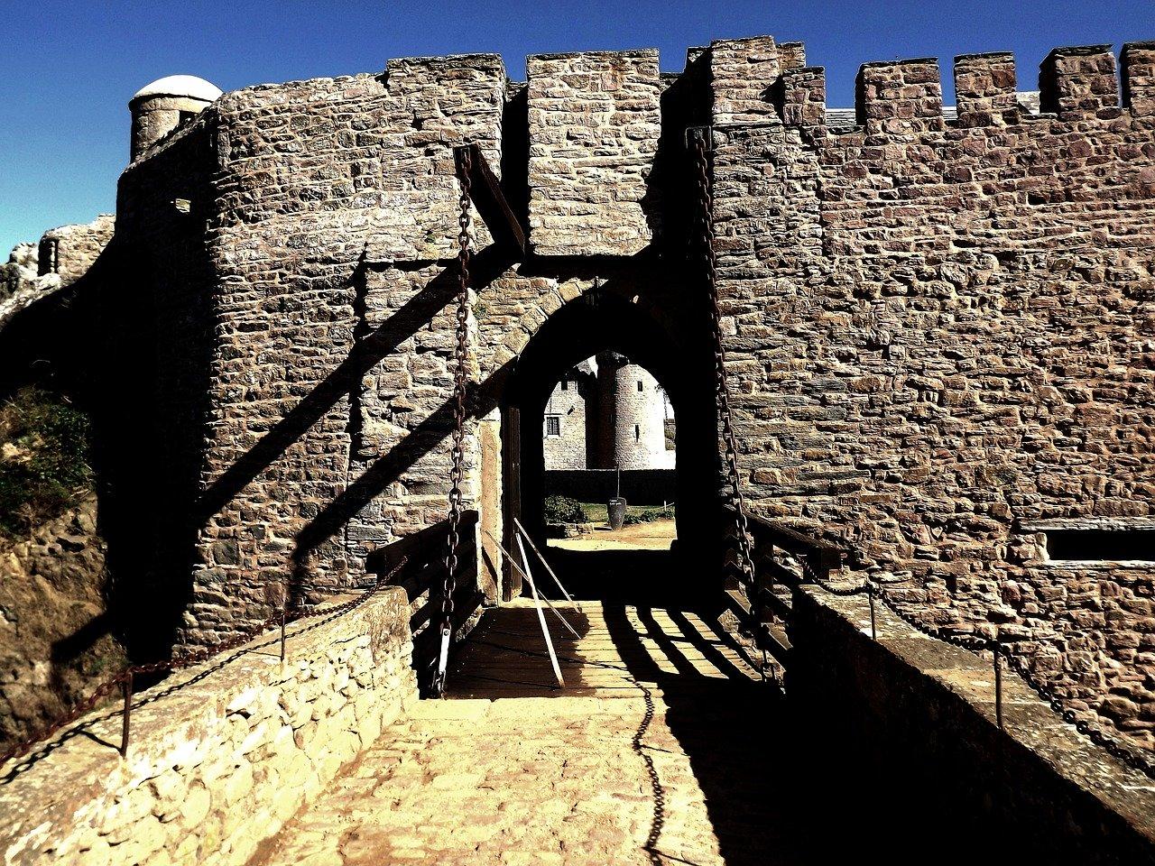 castle-2936700_1280