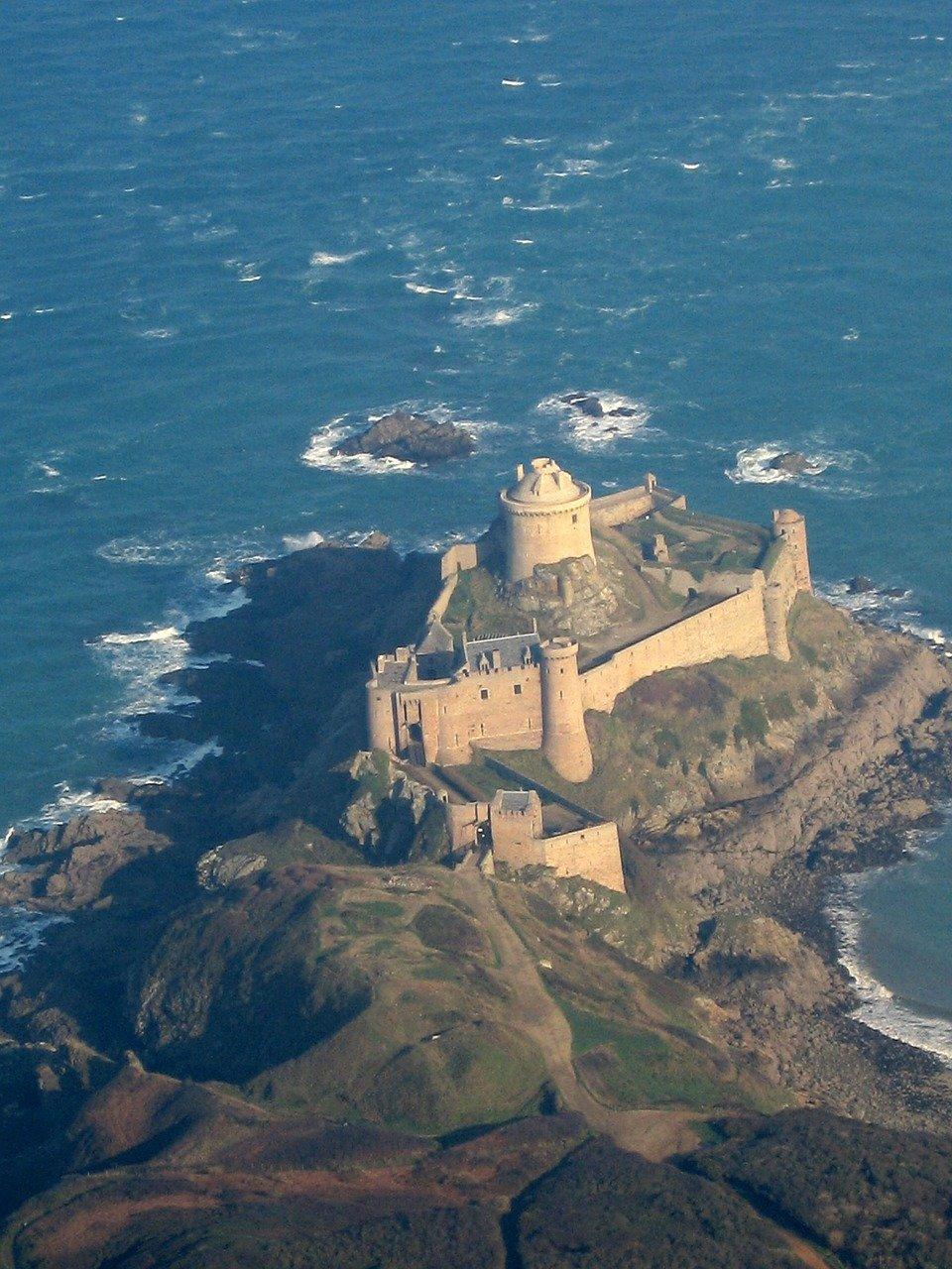 fort-lath-351077_1280