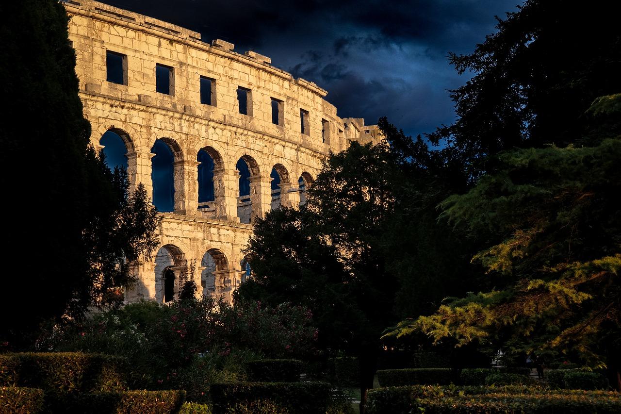 the-coliseum-1841759_1280