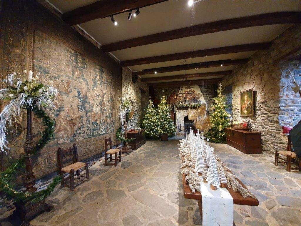 Zamek Rheinhardstein w świątecznej odsłonie; © www.polacyzagranica.eu